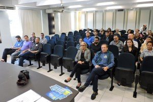 Candidatos a prefeito de Pato Branco recebem dossiê do IRDES