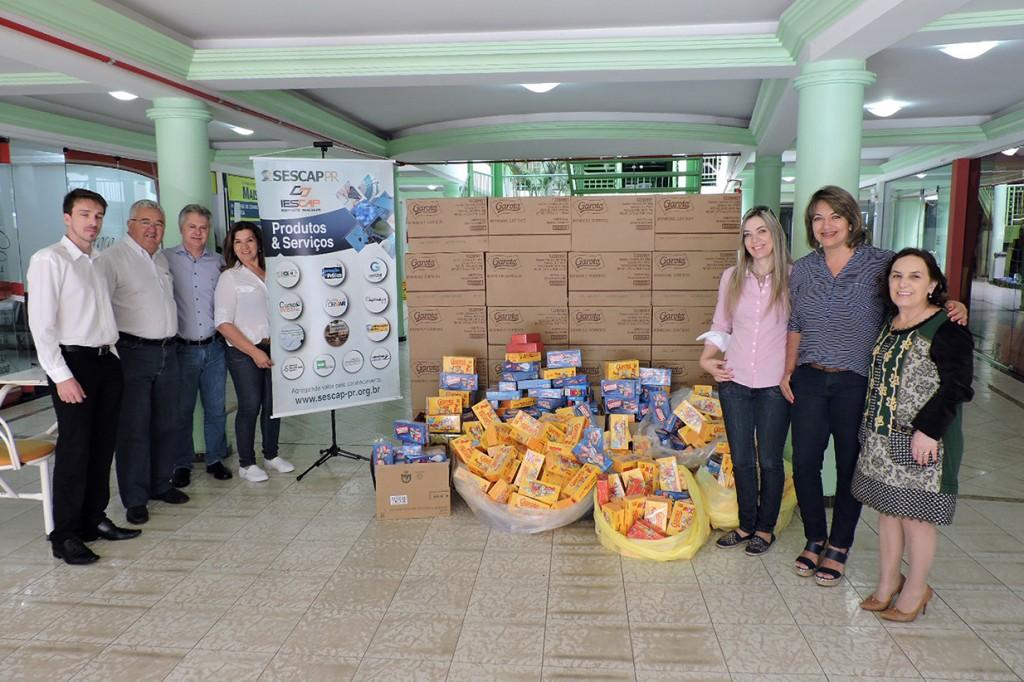 SESCAP-PR entrega 1.000 caixas de bombons à campanha Natal Solidário 2016