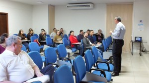 Curso prepara profissionais para implantação do eSocial, em Umuarama