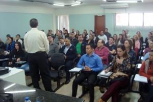 Curso sobre Folha de Pagamento e eSocial lota auditório em Arapongas