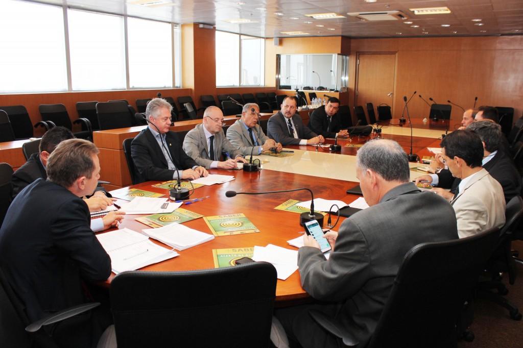 Reunião de entidades paranaenses no CRCPR