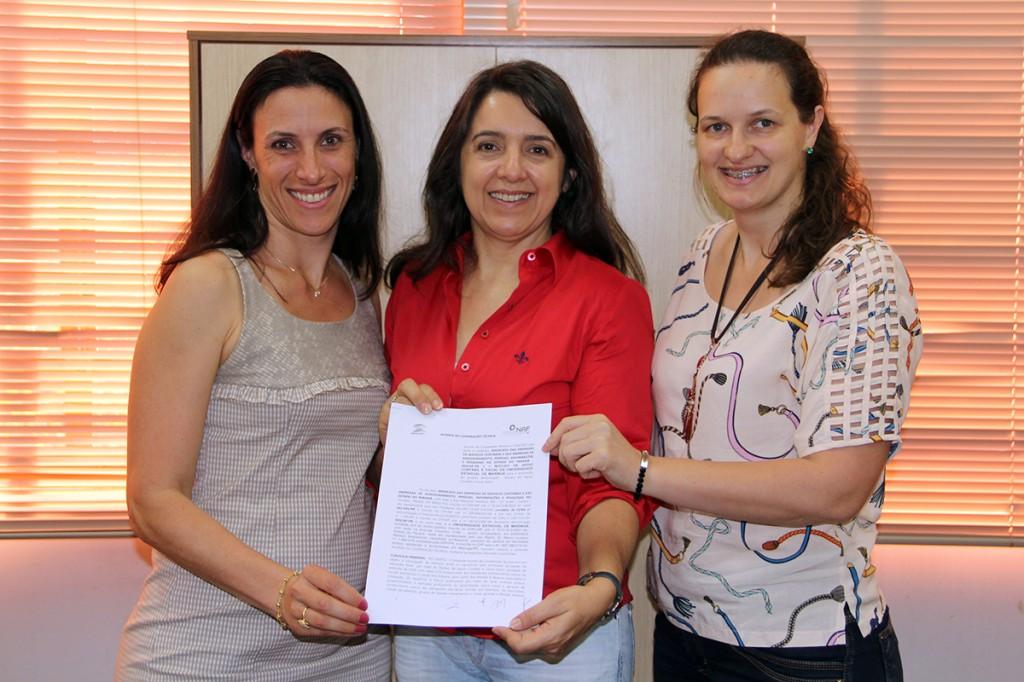 Assinatura de Termo de Cooperação entre SESCAP-PR e NAF