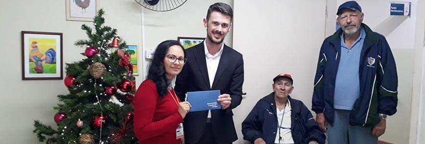 Ação solidária: SESCAP-PR faz doação de Natal a idosos carentes