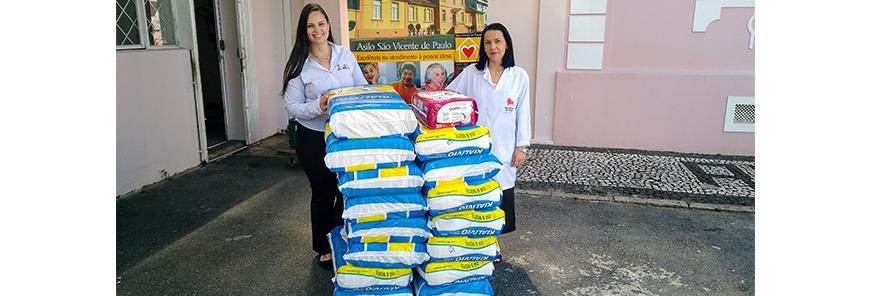 Inscrição solidária do SESCAP-PR se transforma em fraldas para idosos