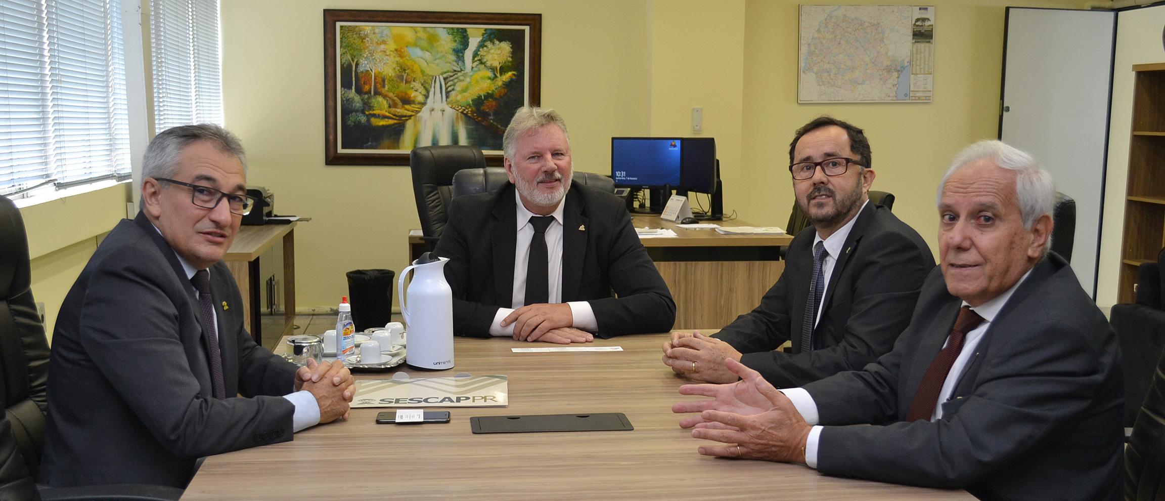 Alceu Dal Bosco visita delegado da Receita Estadual