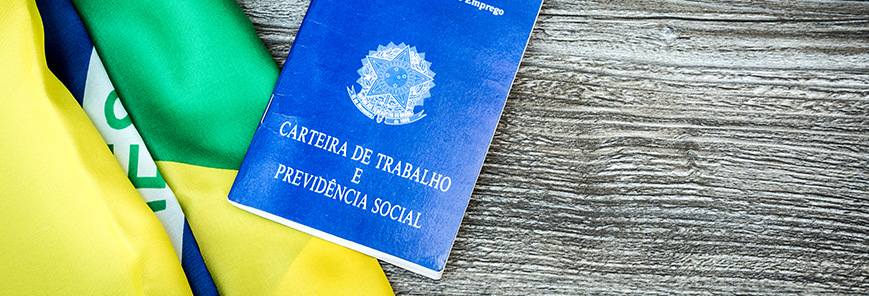 Regras trabalhistas não estão sendo mudadas pela PEC da Previdência, diz Guedes