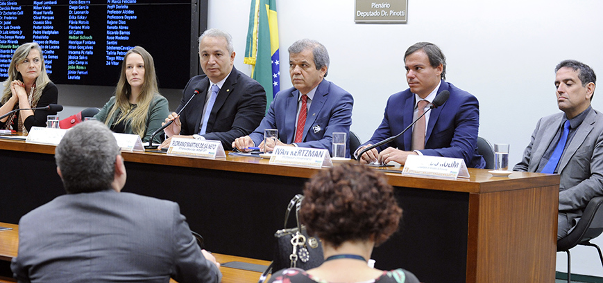Debatedores criticam proposta de reforma da Previdência