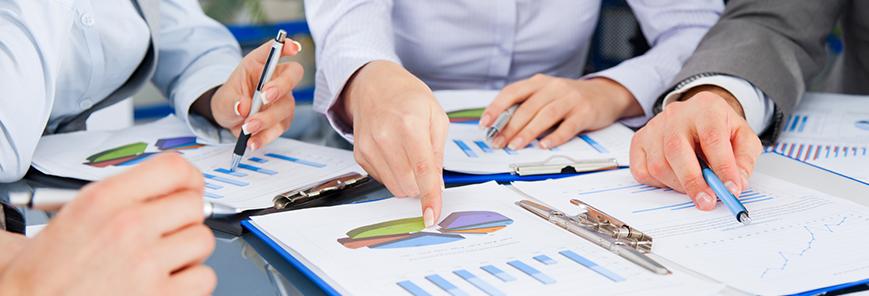 Volume de serviços recua 0,7% de fevereiro para março, diz IBGE