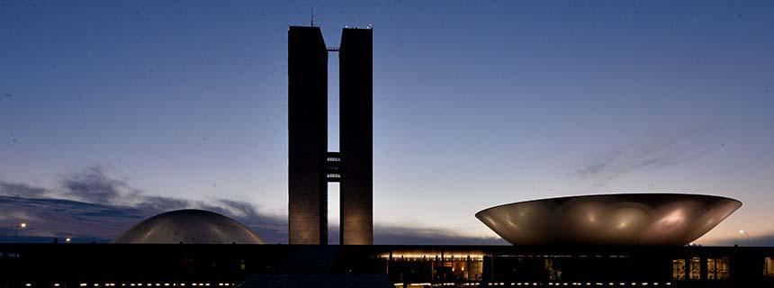Saída da Ford do Brasil aumenta pressão empresarial sobre o Congresso