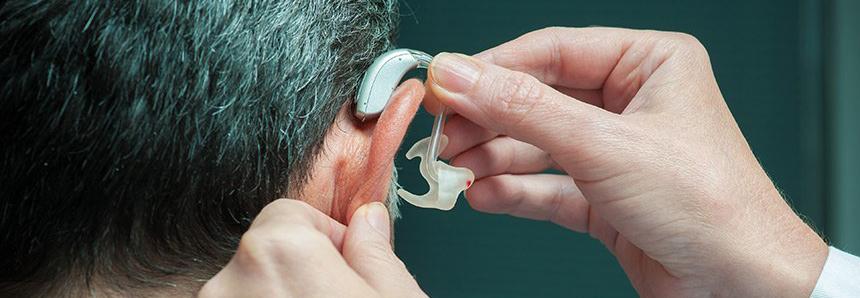 Projeto permite dedução de gasto com aparelho auditivo no Imposto de Renda